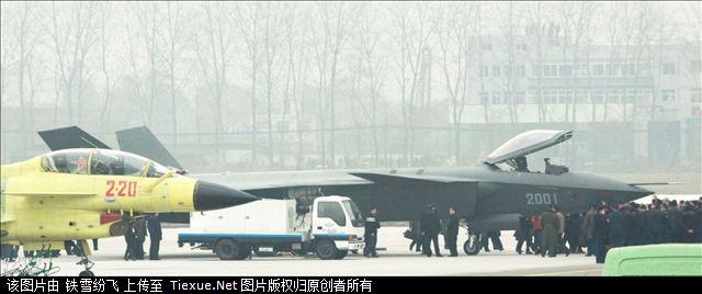 J-XX가 드디어 첫 비행을 하였다 하더군요.
