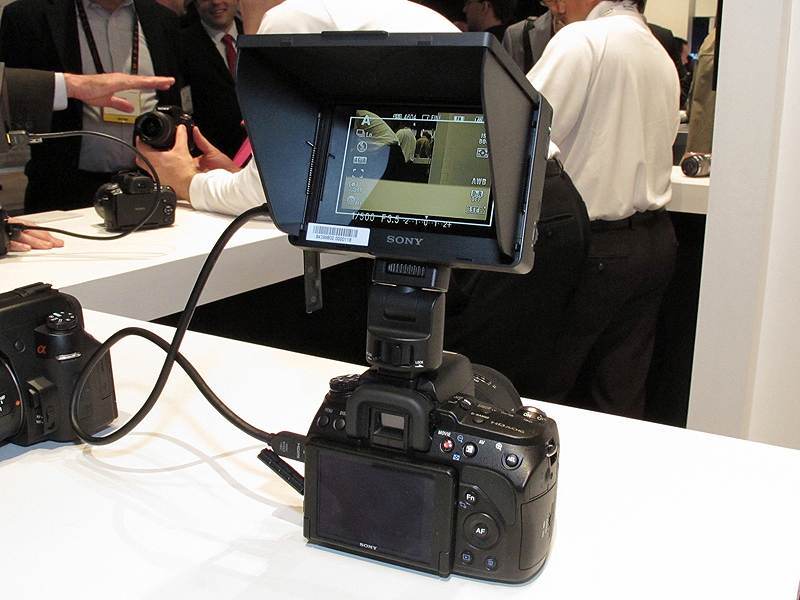 소니의 DSLR용 외부용 모니터
