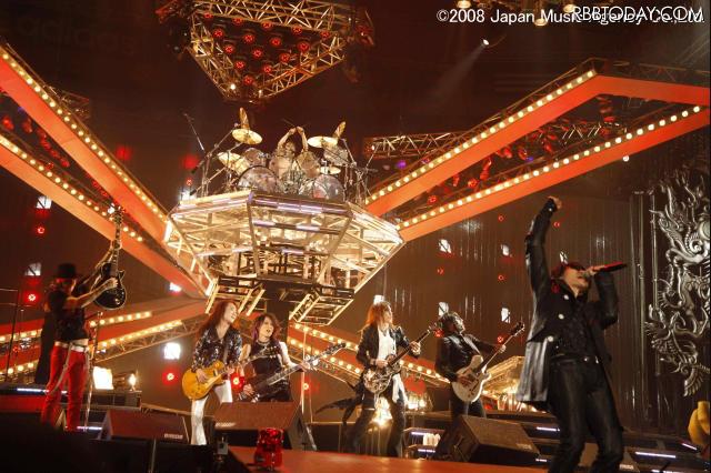 X JAPAN EMI 레코드와 전속계약. 미국데뷔