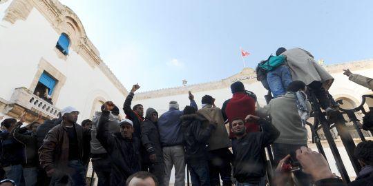 [튀니지]구체제 인사들,과도정부에서 축출...