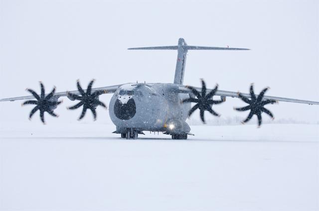 스웨덴에서 동계 테스트를 받는 A400M 수송기