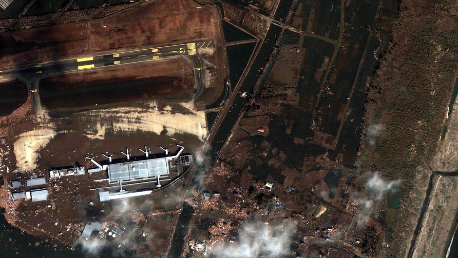 현재 일본에서 쓰나미 피해를 입은 지역의 위성사진..