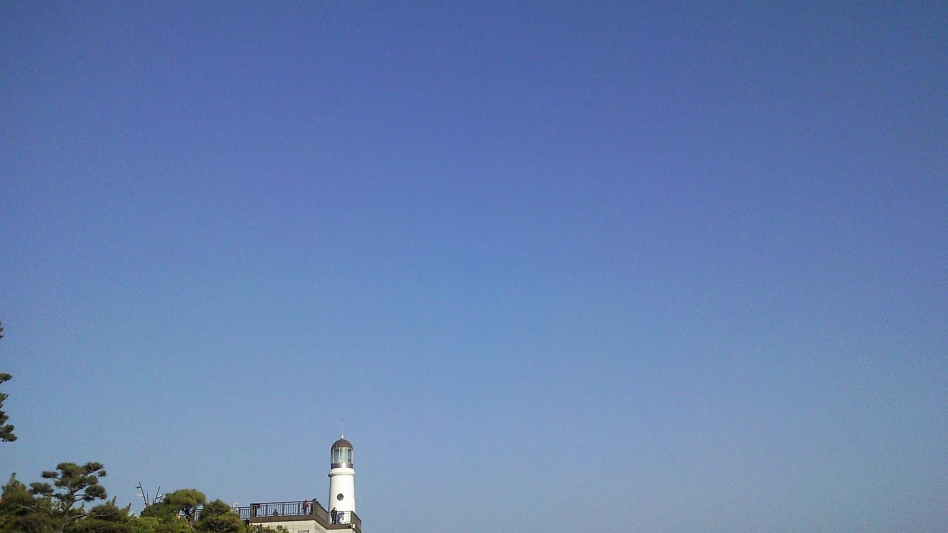 맑은 하늘이 보고싶네.