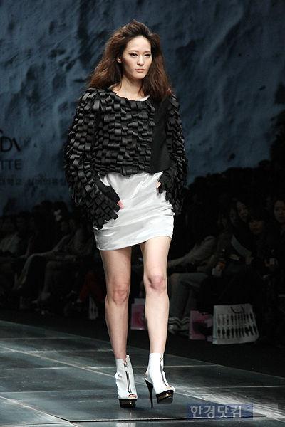 서울패션위크 패션쇼의 이영진