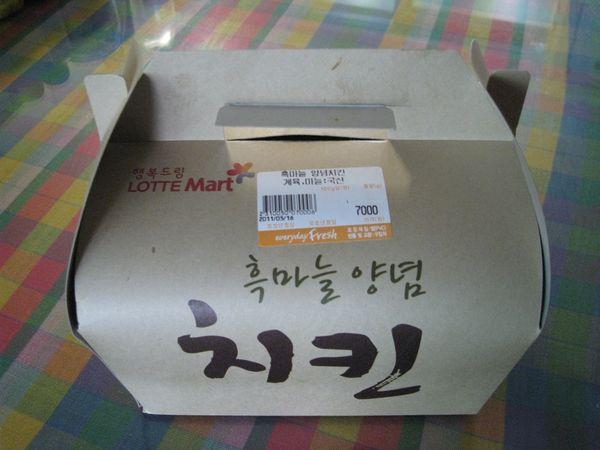롯데마트 - 흑마늘 양념치킨 먹어봤습니다.