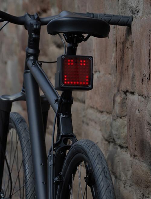 다양한 표정의 자전거용 후미등