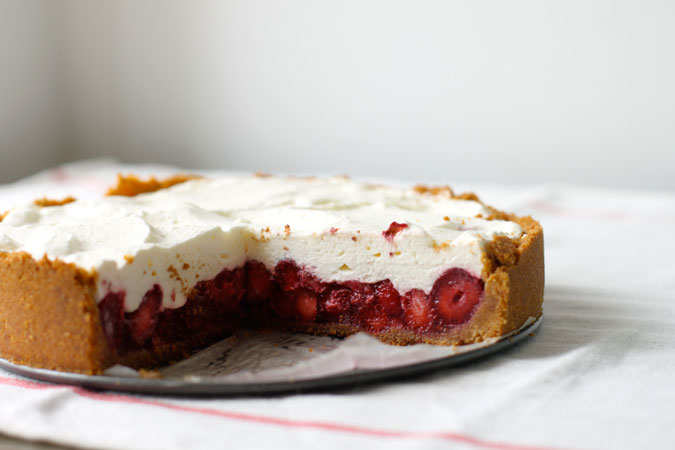 fresh strawberry cream pie