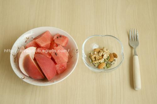 아침은 과일식