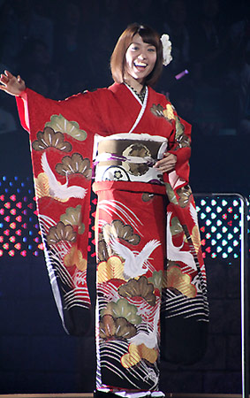AKB48, 가위바위보 대회는 의상 대결? 전사와 바니걸..