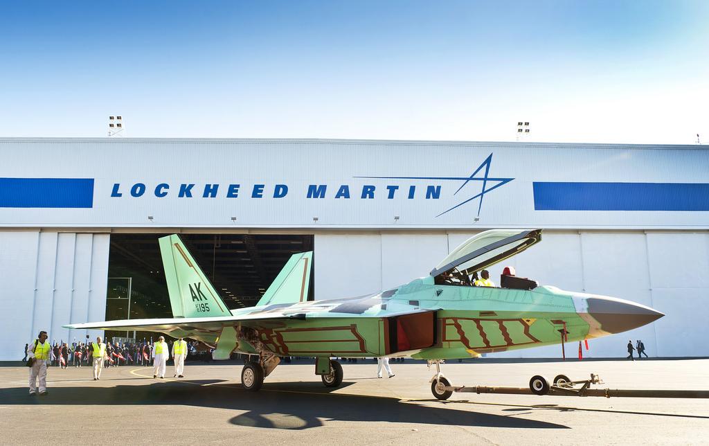 생산라인에서 롤아웃된 마지막 F-22 랩터 전투기