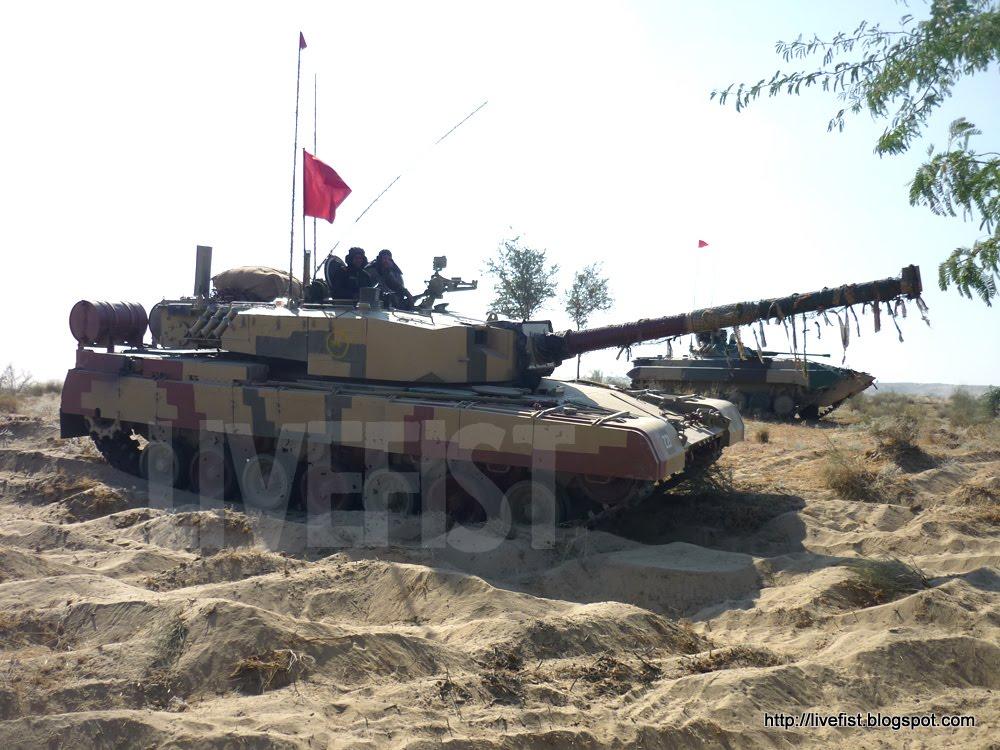 [사진] 훈련 중인 인도 육군의 아준 전차