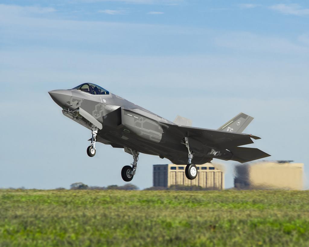 F-35의 전투반경에 대한 요구사항을 완화한 미 국방성