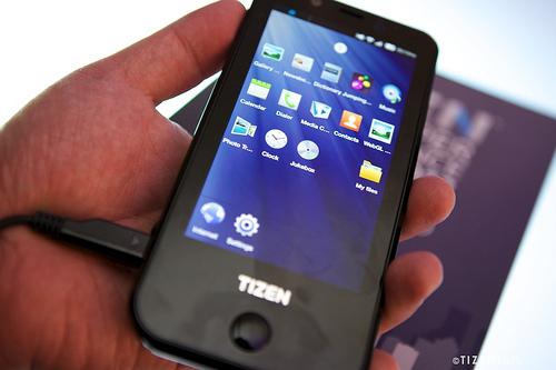 [Tizen] 타이젠 레퍼런스폰 RD-210 공개 및 스펙