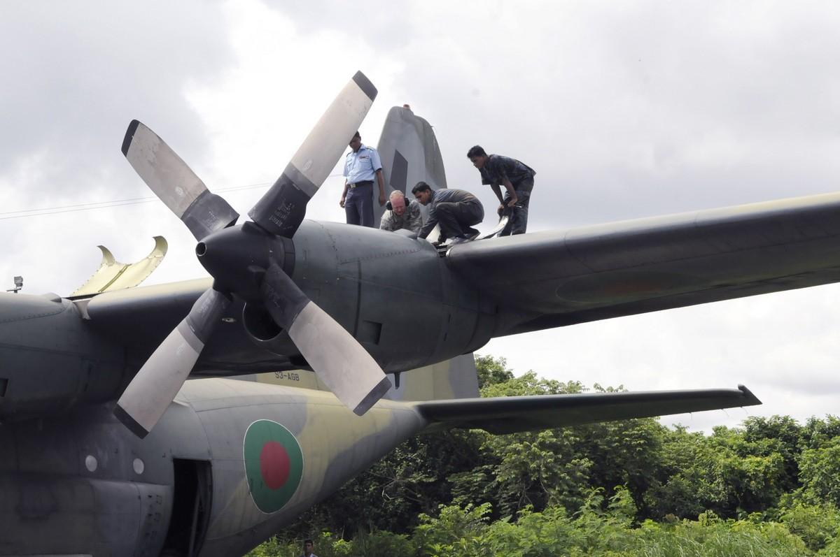 미국의 중고 C-130E 수송기를 도입하려는 방글라데시