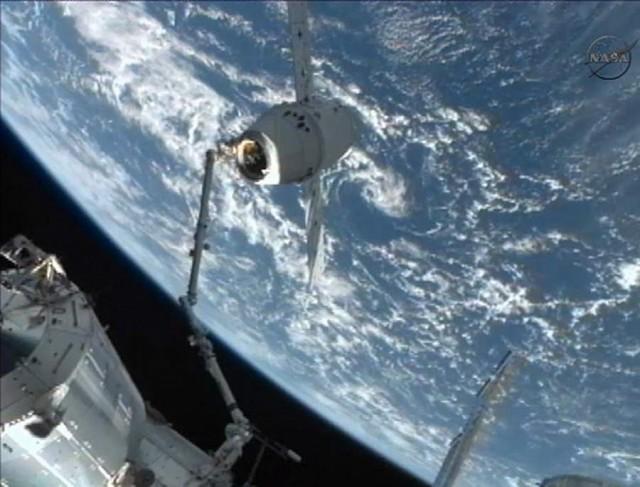 최초의 민간우주선 드래곤호 귀환 - 진정한 우주..