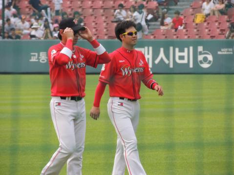 6월 6일 sk vs 두산전 잠실구장 최정&임훈선수 직찍